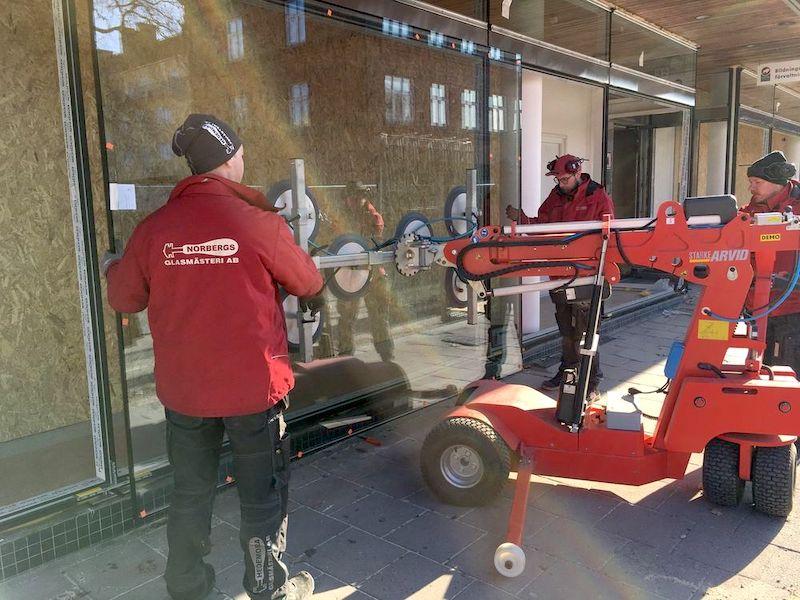 Här arbetar vi med skyltfönster och använder då en robot
